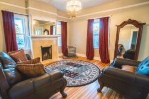 Parkside Mansion Groom's Suite